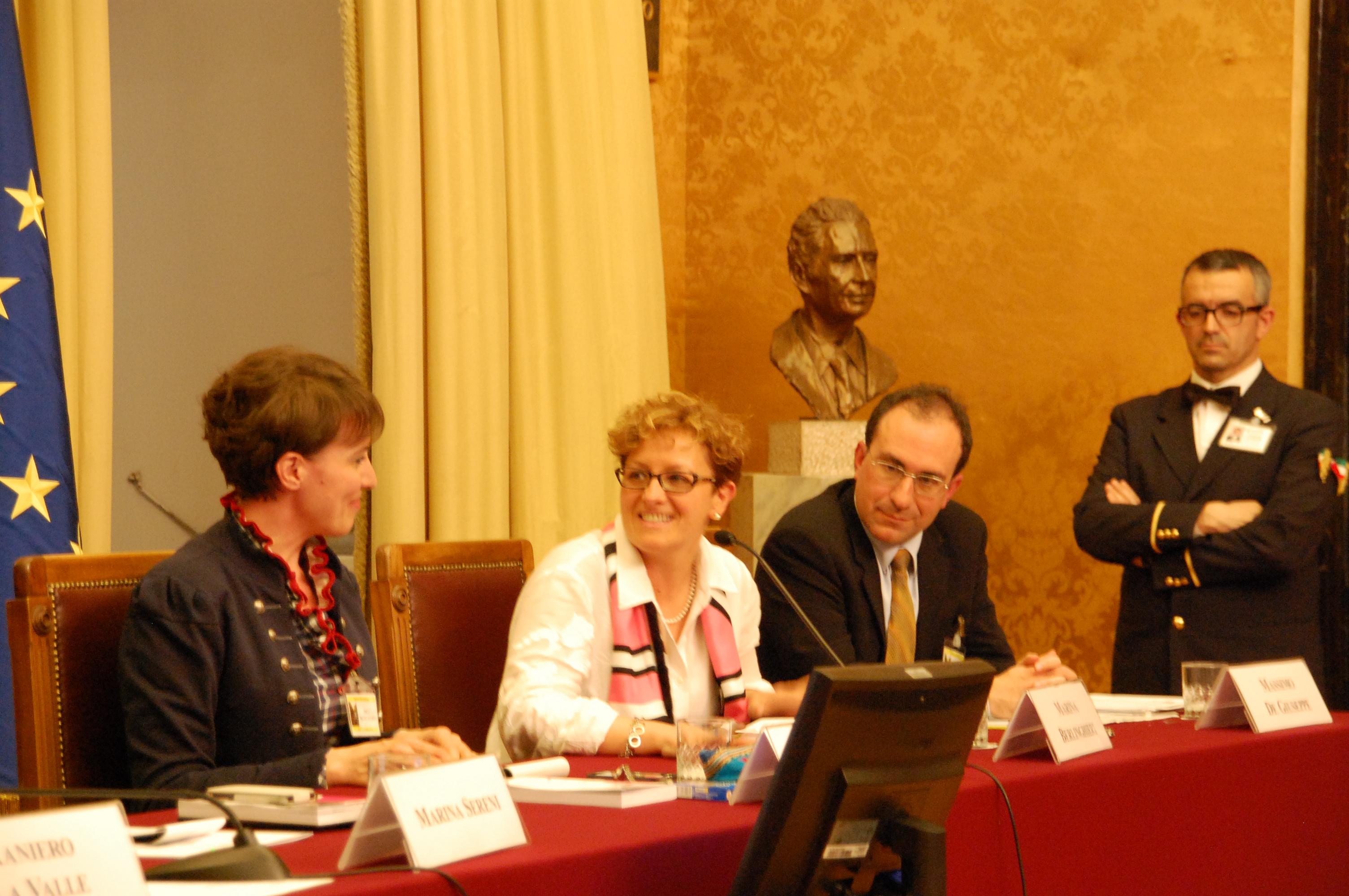 La giornalista Cecilia Rinaldini, l'onorevole Marina Berlinghieri e il professor Massimo De Giuseppe