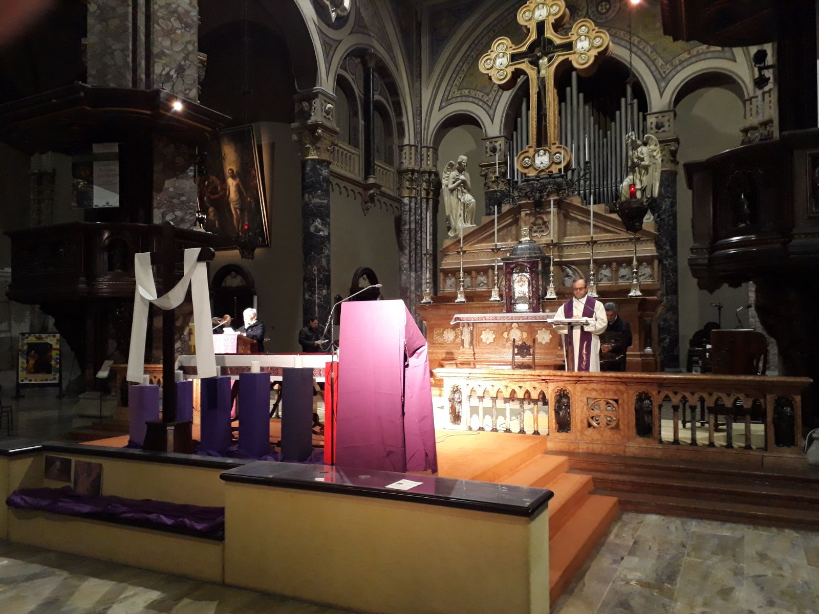 l'altare allestito per il Quaresimale