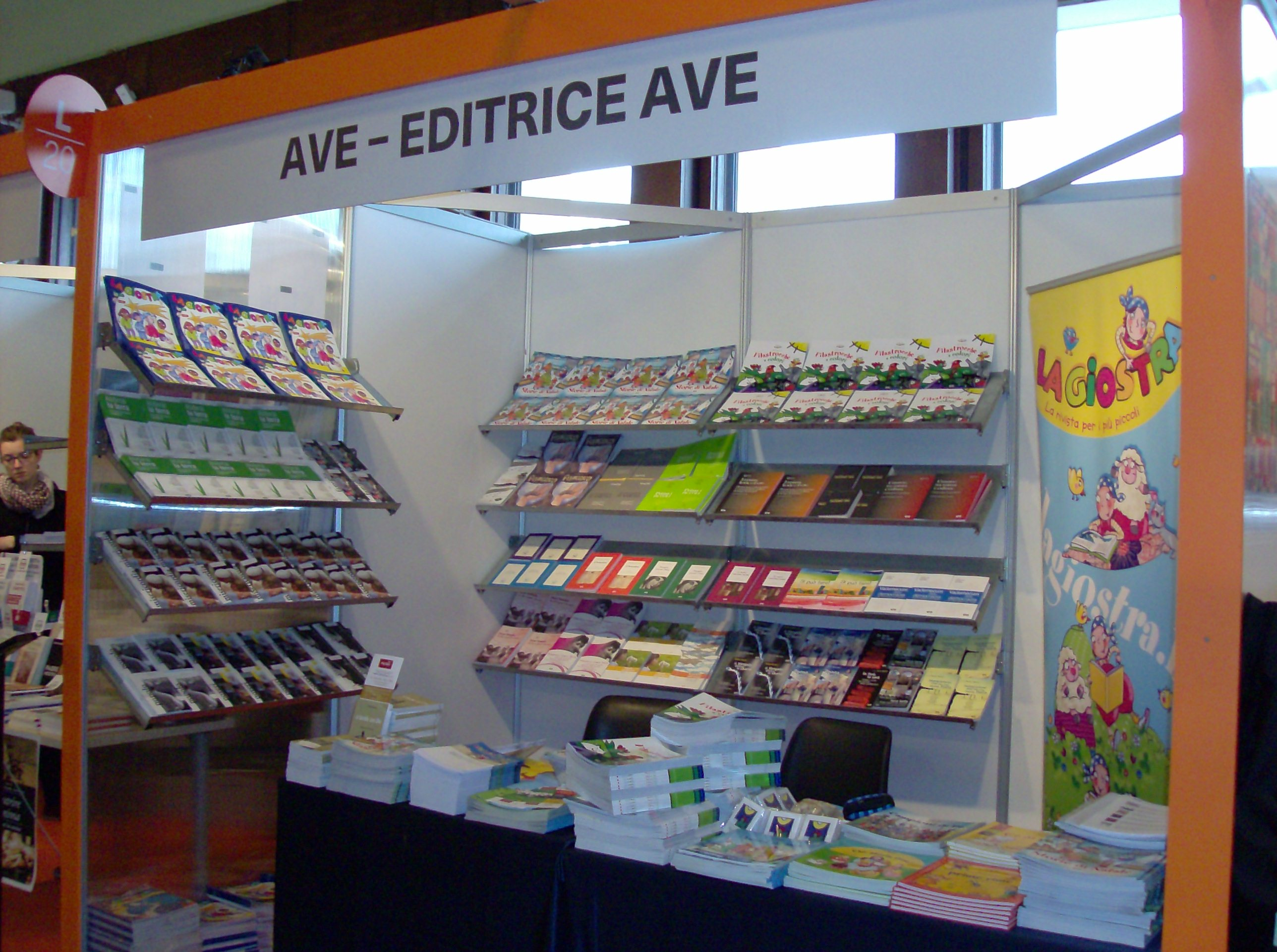 lo stand dell'editrice Ave in fiera