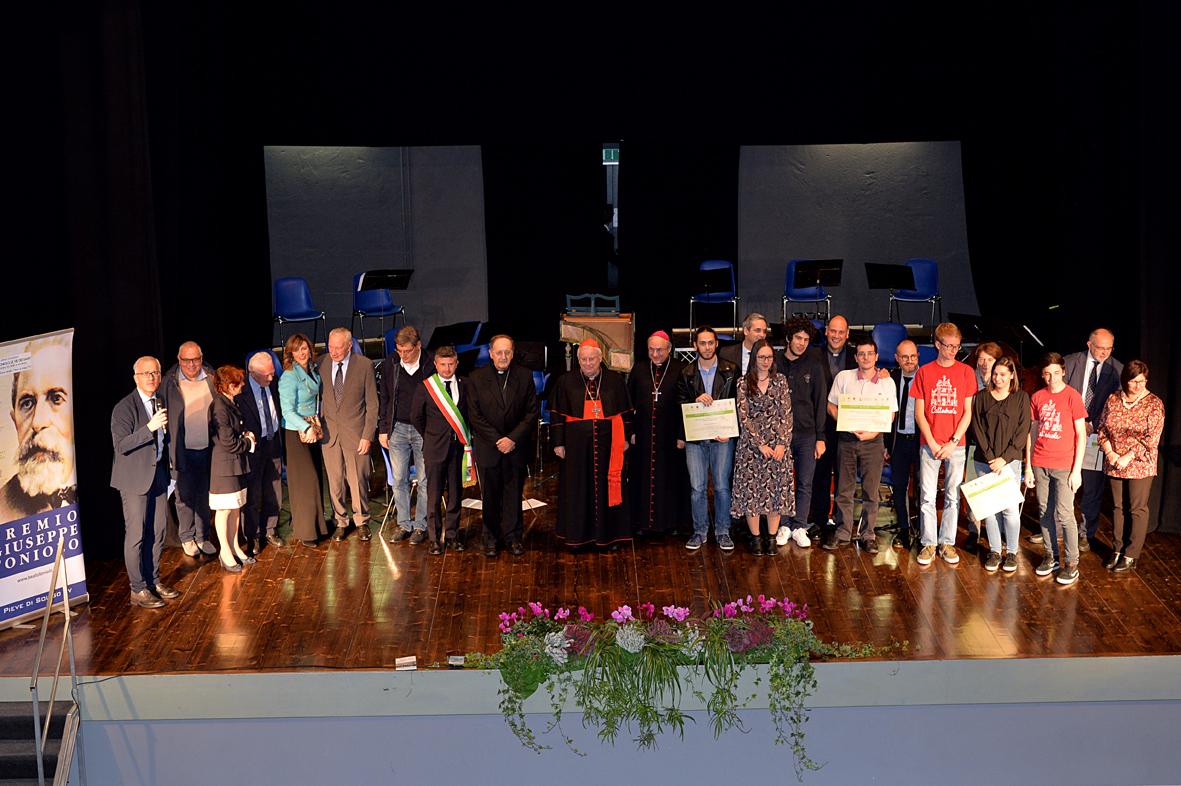 Foto di gruppo a conclusione della grande festa