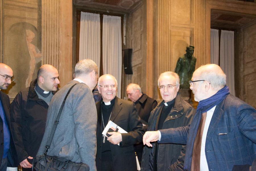 Mons. Galantino con alcuni assistenti di Azione cattolica