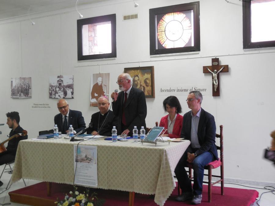 Il tavolo dei relatori con Diliberto, mons. Angiuli, Accattoli, De Micheli e Oreglia