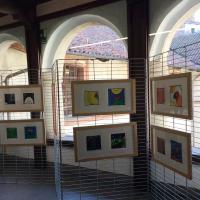La mostra delle filastrocche esposta nel chiostro della Biblioteca di Fossano