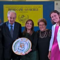 Il Prof. Vacca, fondatore del Premio, con Vergari (che ritira il premio) e Finocchietti (a destra, Direttore Ed. Ave)